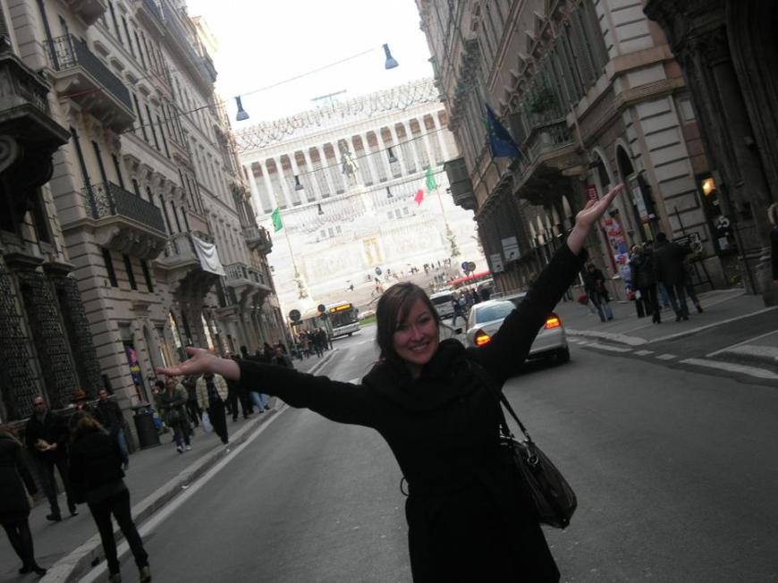 On the streets in Roma between Piazza Venezia and the Trevi Fountain